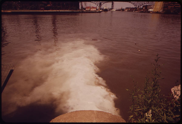 Pump station discharges sewage into Cuyahoga River